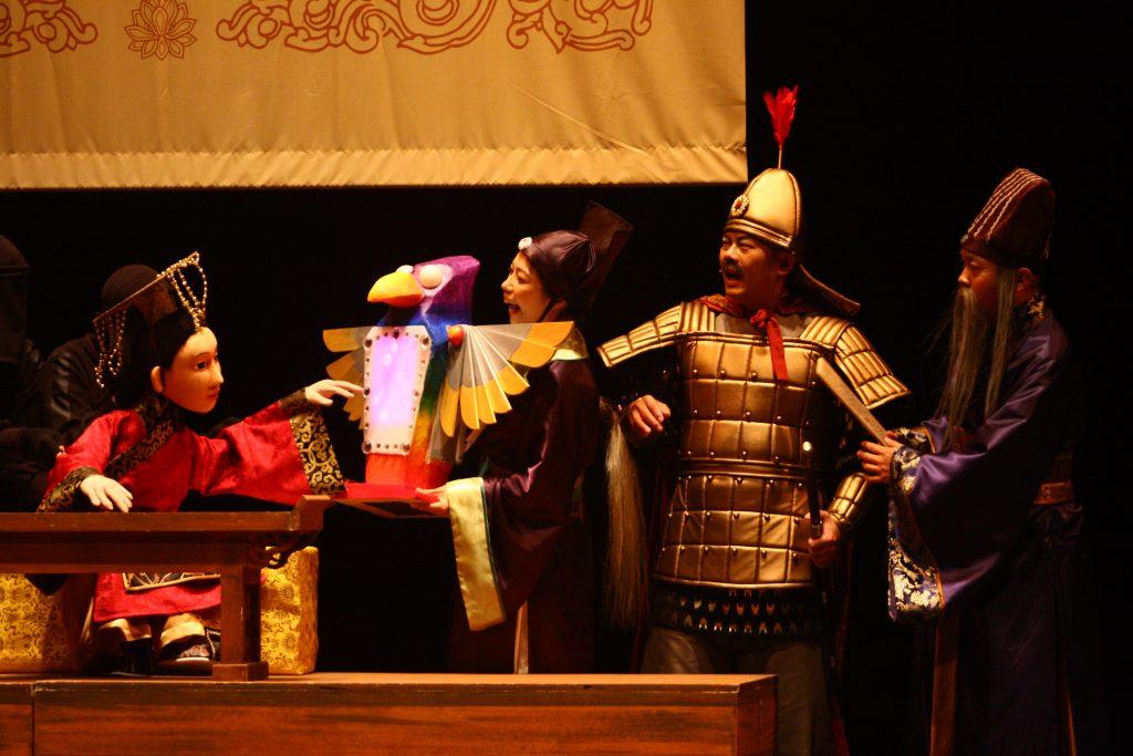偶偶偶劇團演出的《皇帝與夜鶯》偶劇